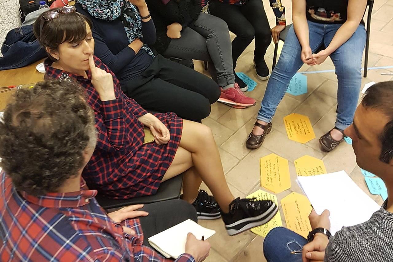 Taller de construcción colectiva de las conclusiones del proceso de Kolaboratorios, pertenecientes al Foro de Participación Ciudadana promovido por el Ayuntamiento de Pamplona.